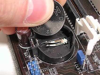 Hur man byter ett moderkort batteri