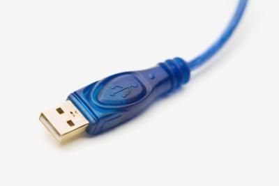 Hur ansluta flera USB-kablar till en dator