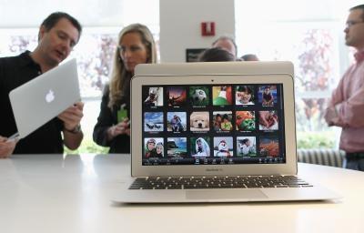 Kan jag använda en annan bildskärm med min Mac Book?