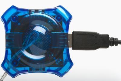 Hur ansluta 3 USBs i 2 USB-portar