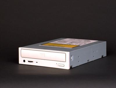 Hur kommer jag tillbaka en CD / DVD-drivrutin i Windows XP?