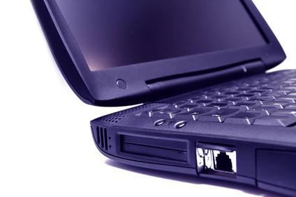 Hur man använder en Ethernet-port för att överföra data från en PC till Mac