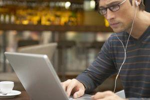 Hur kan jag kopiera MP3-filer från Windows Media Player till en mapp på mitt skrivbord?