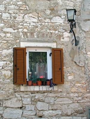 Hur man byter termiska glas i ett fönster