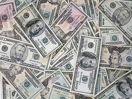 Hur man sparar pengar med Facebook och Twitter