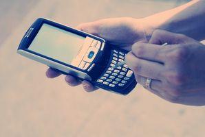 Hur man skicka textmeddelanden till telefoner via Internet gratis