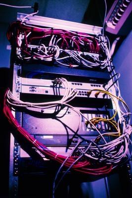 En beskrivning av skillnaderna mellan en peer-to-peer-nätverk och en klient-server-nätverk