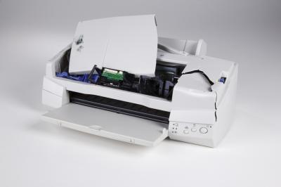 Hur man tar bort bläckpatronerna från en Epson Stylus NX200
