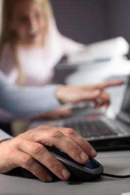 Hur man gör en horisontell sida i Microsoft Word