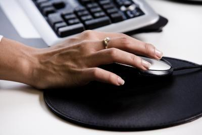 Hur man använder en bildskärm och tangentbord för fyra datorer