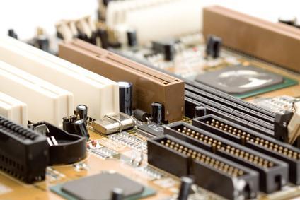Hur man återställer BIOS på en XFX Moderkort
