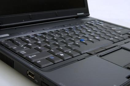 Hur man tar bort en Acer 5315 bärbara datorns tangentbord Key