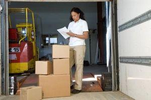 Skillnader mellan Prioritet och Ground Shipping