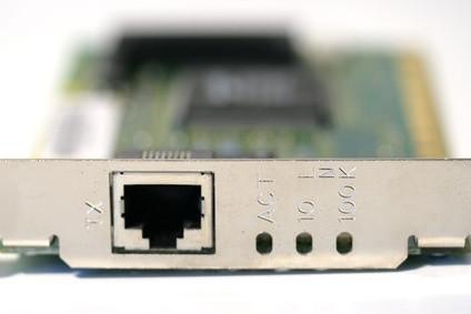 Hur man sätter in ett trådlöst kort i en PC
