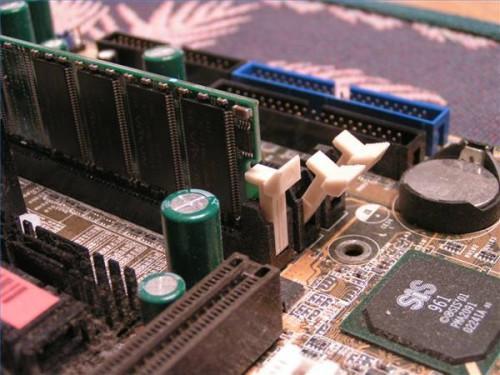 Hur man installerar minne i en Compaq Presario