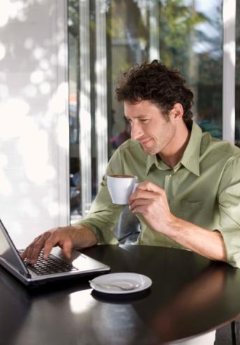 Vad behöver jag för att hitta ett trådlöst internet hotspot?