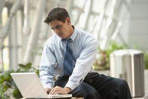 Vad är Outlook Kontoinställningar för AT & amp; T U-Verse?